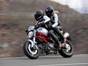Вождение с пассажиром: не предлагайте друзьям «прокатиться с ветерком» до того, как получите категорию на мотоцикл