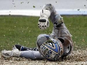 Как учат падать в школе мотоциклистов