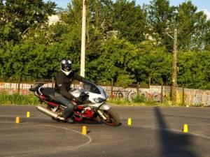 Упражнение колейная на мотоцикле